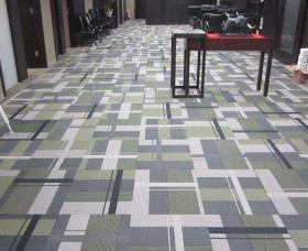 防静电地板的多种材质地板不同原理